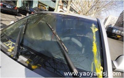 鸡蛋混合玻璃水阻挡视线,容易被人拦车抢劫?