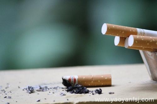 不在孩子面前吸烟就不影响孩子健康?
