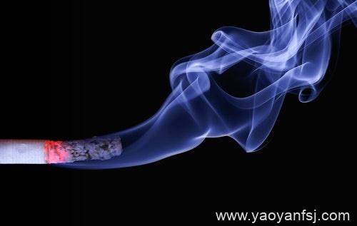 老烟民突然戒烟反而伤身?